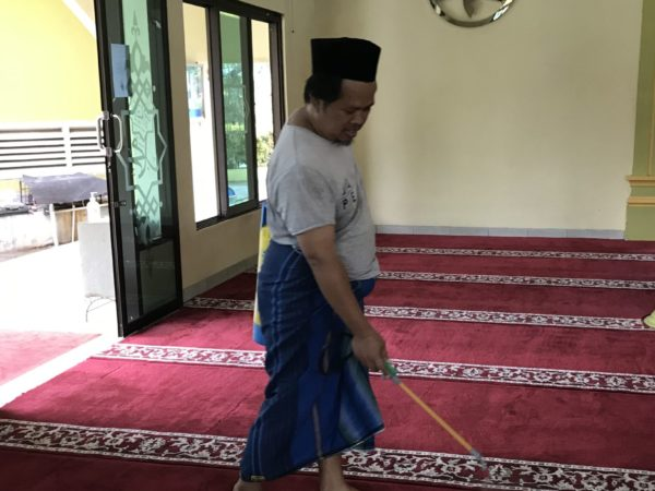 Kegiatan Desinfektan karpet masjid